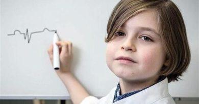 لورن سیمونز که در بلژیک و هلند بزرگ شده، حالا در ۹ سالگی در آستانه امتحان دوره پایانی دوره کارشناسی در دانشگاه فنآوری آیندهوفن قرار دارد.