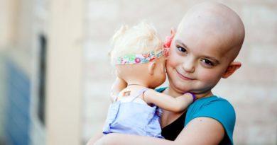 کودک مبتلا به سرطان