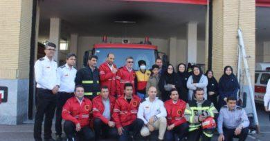 آرمین ۱۴ ساله آتشنشان افتخاری شد