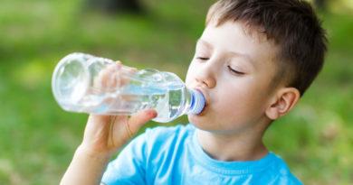 میزان آب مورد نیاز بدن کودکان در هر روز چه مقدار است؟