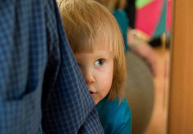 رفع خجالتی بودن کودک با هشت رفتار صحیح