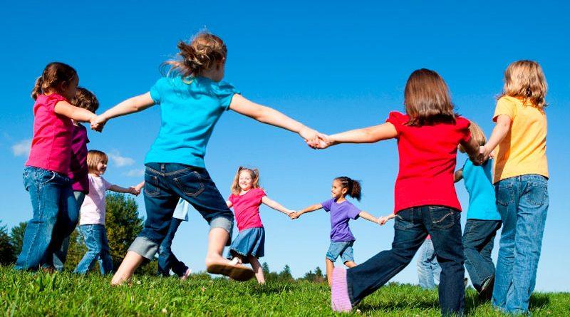 بازی در فضای باز برای کودکان