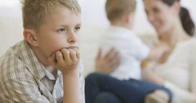 راهکارهایی برای حل حسادت به فرزند دوم