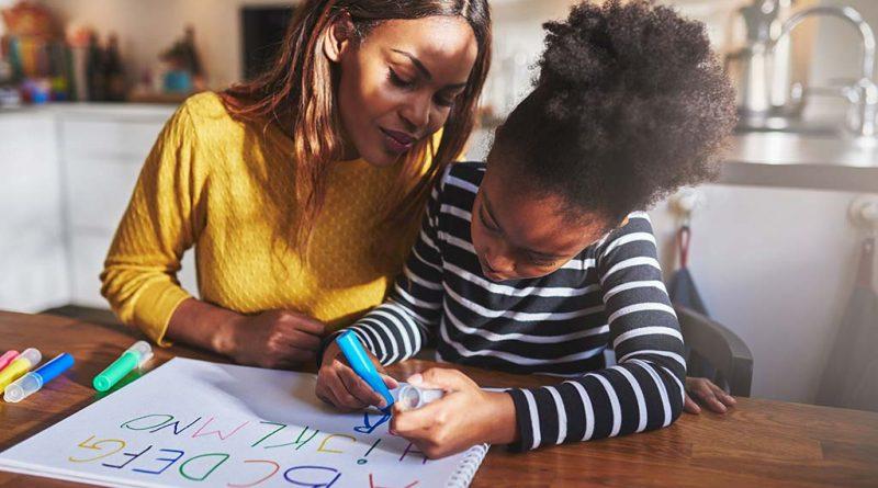 با این ۳ نکته دانشآموزان بدقلق را به درس خواندن تشویق کنیم-آموزش کودکان