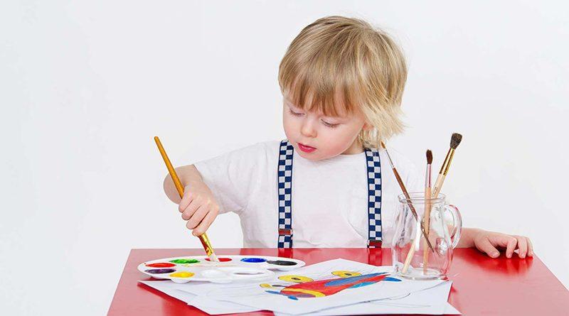 فرزند شما کجای کاغذ نقاشی می کشد؟