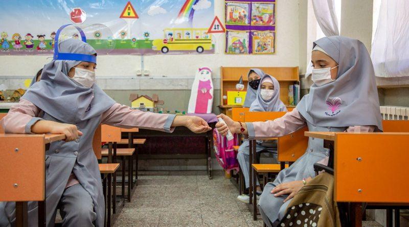 والدین چگونه میتوانند خطر ویروس کرونا را برای دانشآموزان کاهش دهند؟