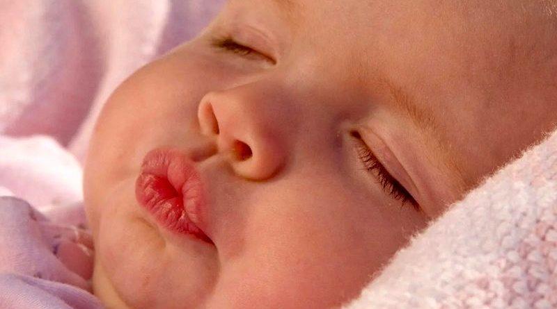 درمان ترک لب نوزادان